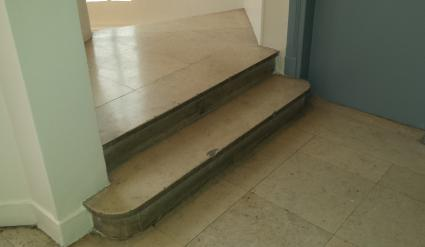 escalier en marbre escalier en marbre idace de daccoration pour un grand escalier courbe. Black Bedroom Furniture Sets. Home Design Ideas